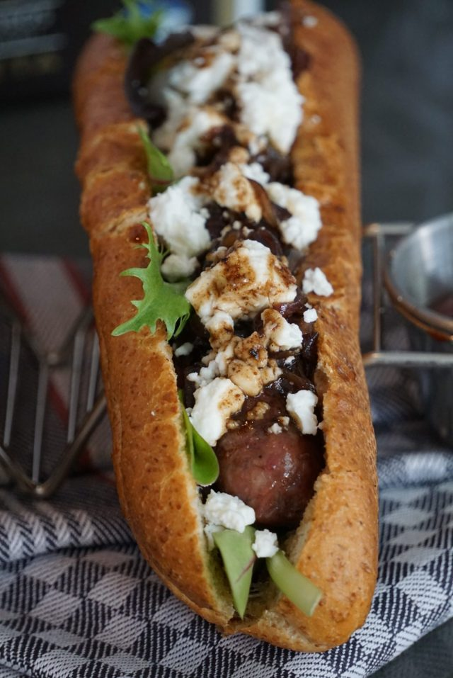 Hot Dog mit Jordan Feta