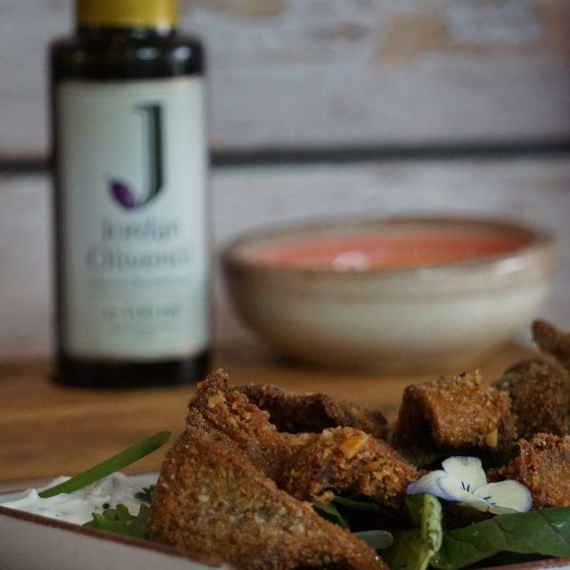 In Olivenöl gebackene Austernpilze mit Kräuter Dipp